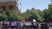 تجمع اعتراضی درمانگران اعتیاد کشور مقابل سازمان غذا و دارو