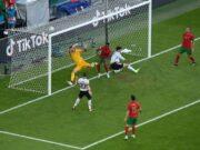 مدافع قهرمانی یورو مقابل آلمان زانو زد