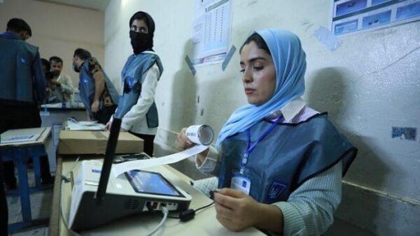 کمیساریای انتخابات عراق: شمارش دستی آرا ظرف یک هفته کامل میشود