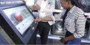 الجی نشان دهنده مسیر پیش رو در روش جدید خرید کردن در واقعیت افزوده(AR)